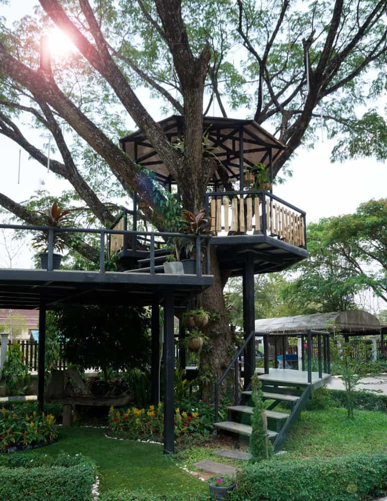 Octagon treehouse on backyard